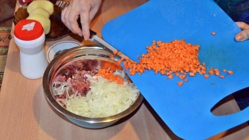 Морковь для ханум порезать кубиками