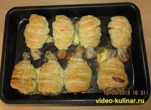 Куриные голени с сыром в слоеном тесте.