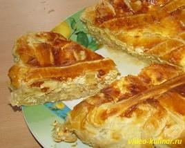 Луковый пирог с сыром и яйцом