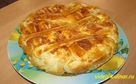 Луковый пирог из слоеного теста