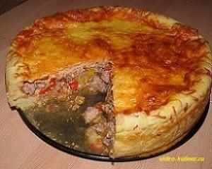 Открытый мясной пирог с овощной начинкой