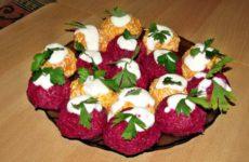 Овощные шарики из свеклы и моркови: с сельдью и сыром