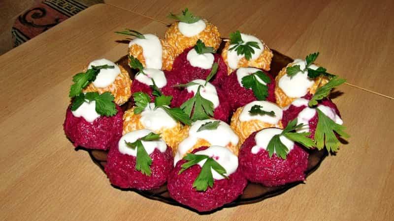 Овощные шарики из свеклы и моркови