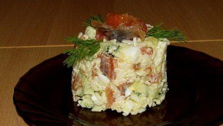 Салат с семгой слабосоленой и огурцом