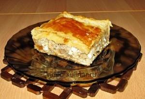 рыбный пирог из слоеного теста с консервой