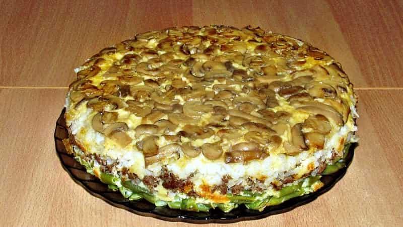 Пирог перевертыш с грибами и фаршем