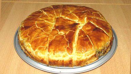 Греческий пирог с мясом и сыром