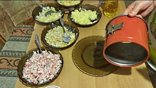Салат крабовый в разъемной форме