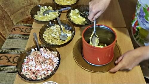Слой яиц в крабовый салат