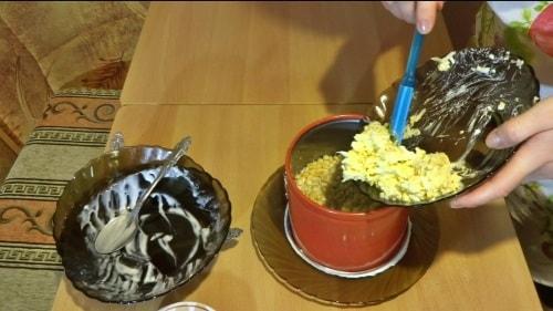 Слой сыра в крабовый салат