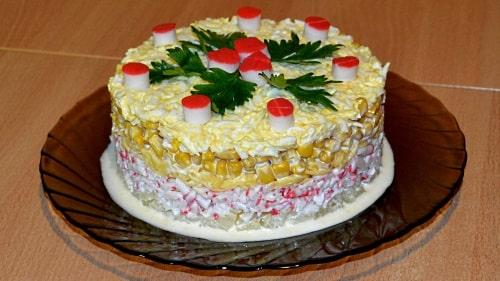 Салат с крабовыми палочками ананасами и сыром