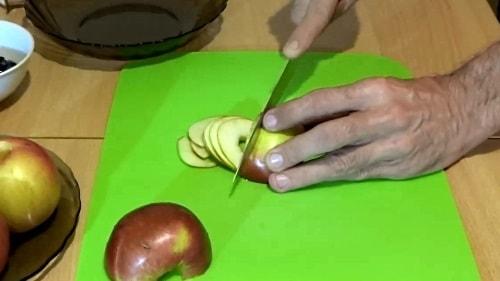 Яблочные розы - нарезаем лепестки из яблок