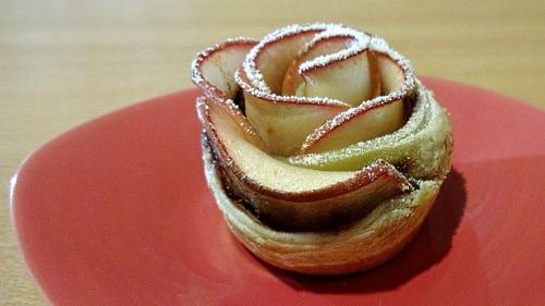 Яблочная роза в слоеном тесте