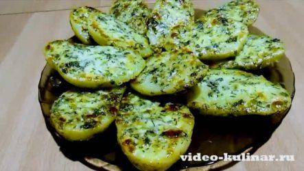 Пикантная чесночная картошка в духовке