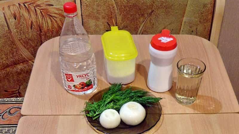 Маринованный лук и его ингредиенты
