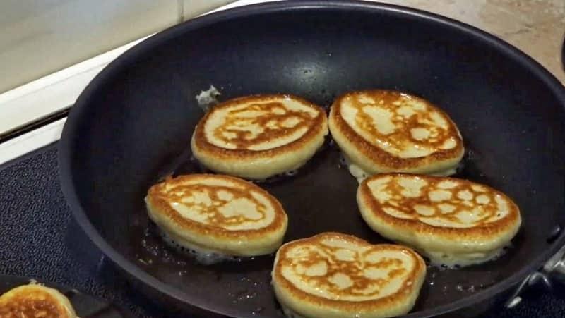 Идеальные пышные оладьи на сковороде