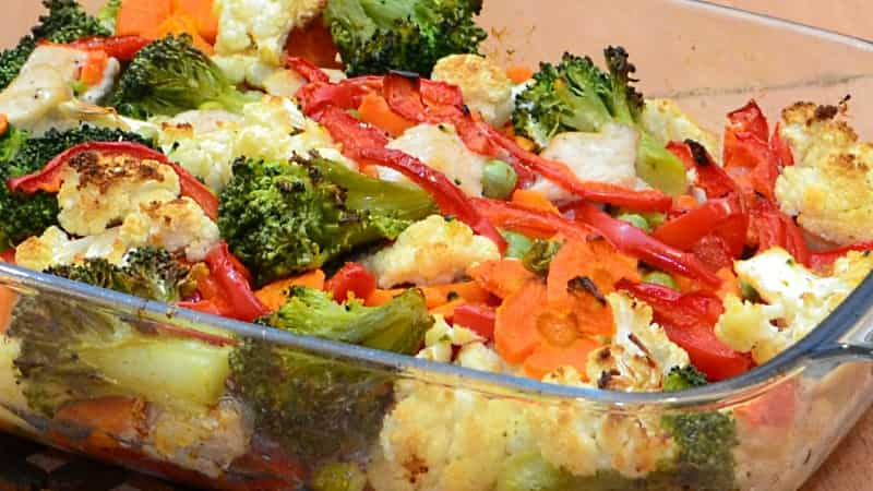 Запеченные в духовке куриные грудки с овощами